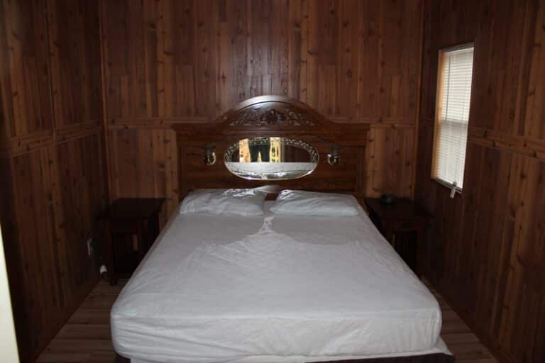 Chain O Lakes Campground Deluxe Cabin's Bedroom